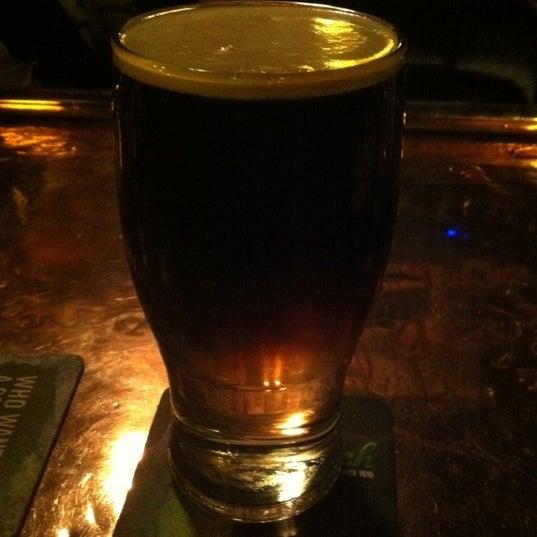 Foto tomada en Hurley's Irish Pub por Timothy B. el 2/19/2012