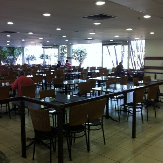 Photo taken at Restaurante Makro by Ailton S. on 4/17/2012