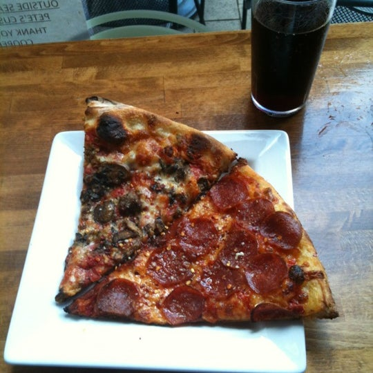 Photo taken at Pete's New Haven Style Apizza by Kourtney Y. on 9/4/2012