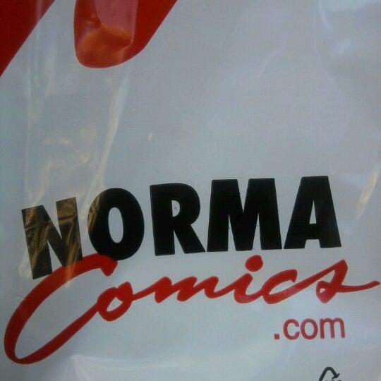 Foto tomada en Norma Cómics por Alejandro P. el 10/11/2011