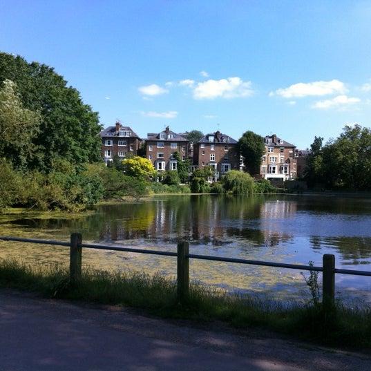 7/22/2012 tarihinde snarkleziyaretçi tarafından Hampstead Heath'de çekilen fotoğraf