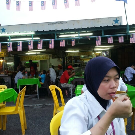 Photo taken at Kedai Jalal by ® on 8/22/2012