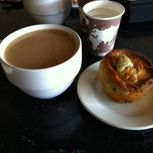 Foto tirada no(a) Crestwood Coffee Co. por Misty F. em 3/20/2011