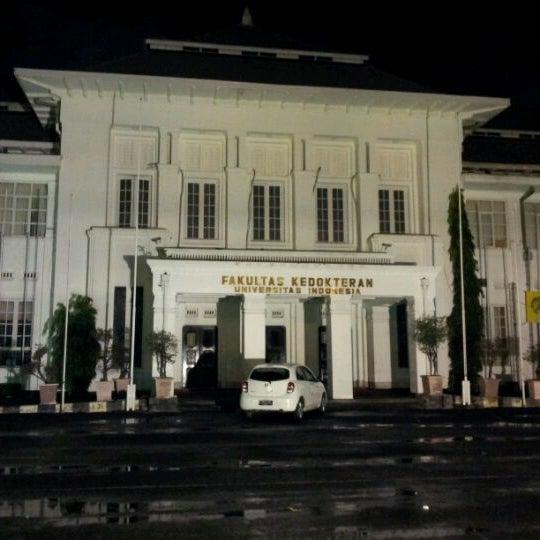 Photo taken at Fakultas Kedokteran Universitas Indonesia by Yann P. on 1/11/2012