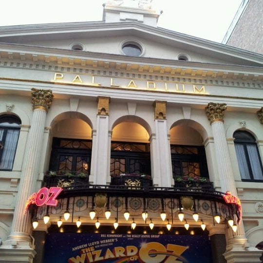 Foto scattata a The London Palladium da Calam N. il 1/21/2012