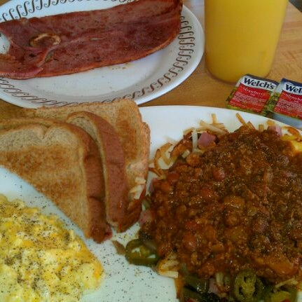 Photo taken at Waffle House by Stacy E. on 12/17/2011