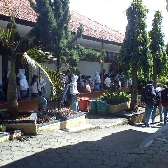 Photo taken at SMA Negeri 4 Semarang by Kurnanda R. on 4/16/2012