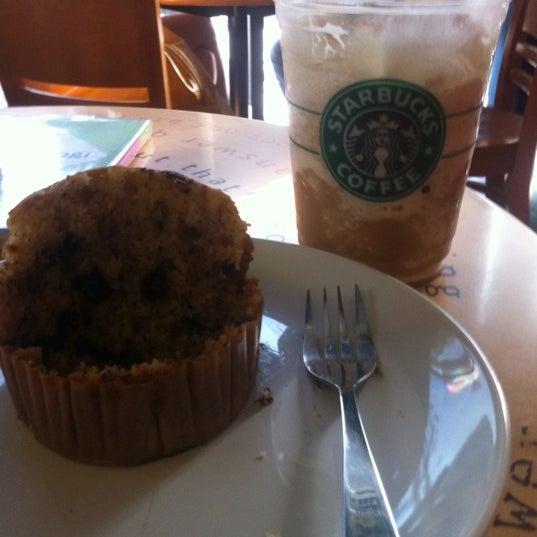 Photo taken at Starbucks by WaanJai on 1/29/2011