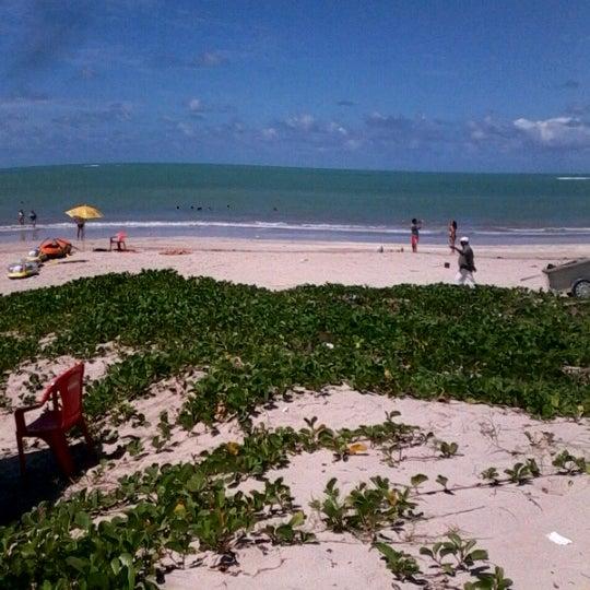 Foto tirada no(a) Praia de Paripueira por Pamela Mayara R. em 6/16/2012
