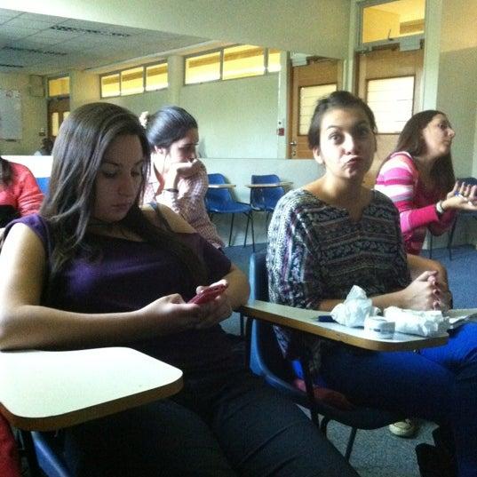 Foto tomada en Universidad Andrés Bello por Constanza Denisse S. el 4/19/2012