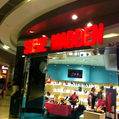 Photo taken at Steve Madden by Sean.T on 7/30/2012