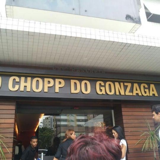 Foto tirada no(a) Ao Chopp do Gonzaga por Juca D. em 3/24/2012