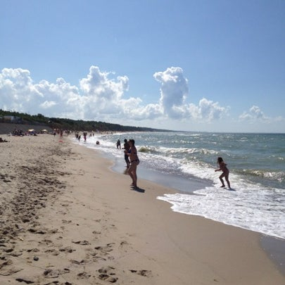 Приличные фото брюнетка на берегу