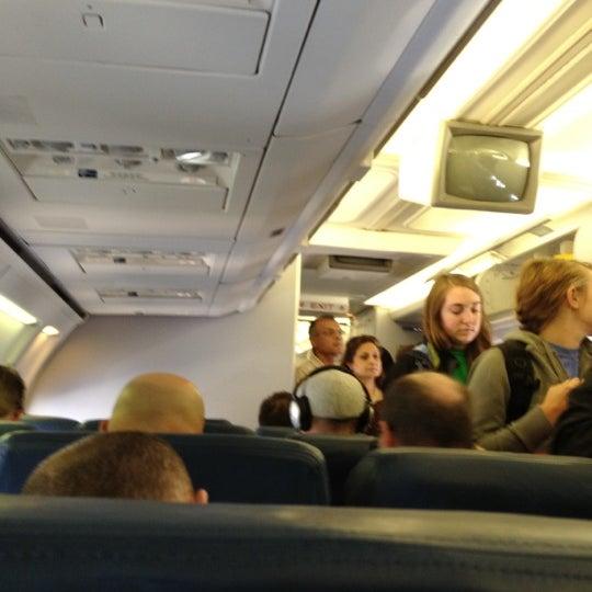 Photo taken at Gate A6 by Ñol (. on 4/23/2012