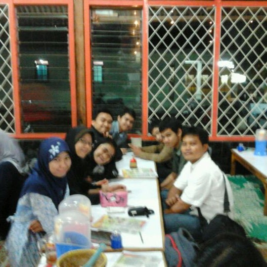 Photo taken at Warung Penyet Lesehan Mas Pur 3 by Miftah H. on 3/12/2012