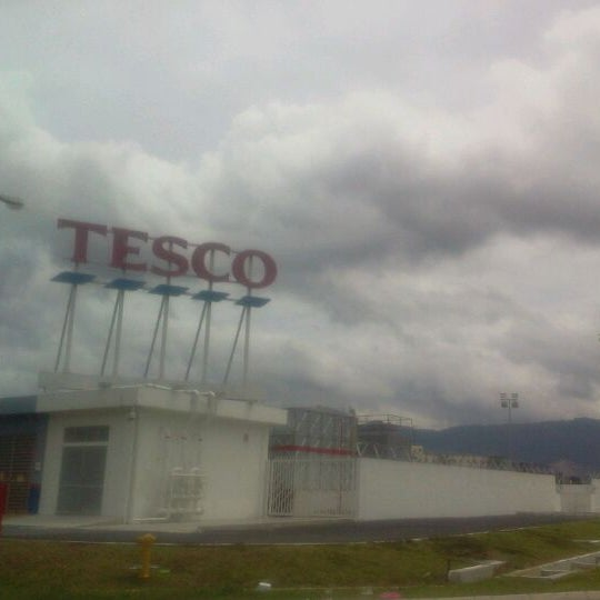 Photo taken at Tesco by Asyrul A. on 11/5/2011