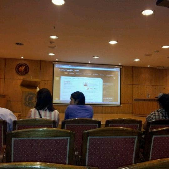 Foto tomada en Universidad Autónoma de Asunción por Javier G. el 8/8/2012