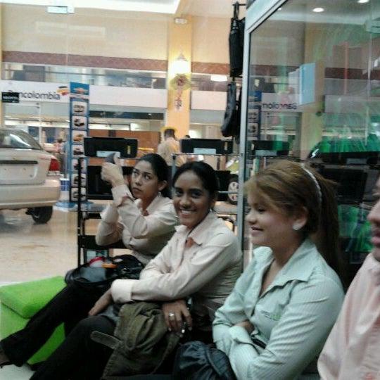 Photo taken at Safari Computadores by Jhonatan S. on 11/29/2011
