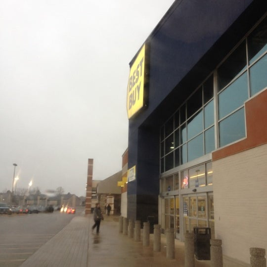 Photo taken at Best Buy by Zorrie on 2/9/2012
