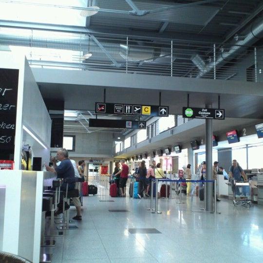 Gates puerta de embarque del aeropuerto en friedrichshafen for Puerta 6 aeropuerto ciudad mexico