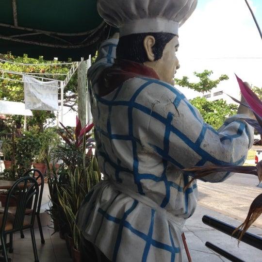 Excelentes desayunos y el ambiente envía parte de afuera muy característico de Cancún