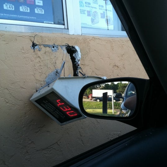 Photo taken at Taco Bell by Ned S. on 6/5/2011