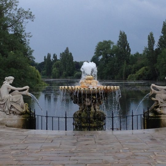 Photo taken at Kensington Gardens by Andrew M. on 7/8/2012