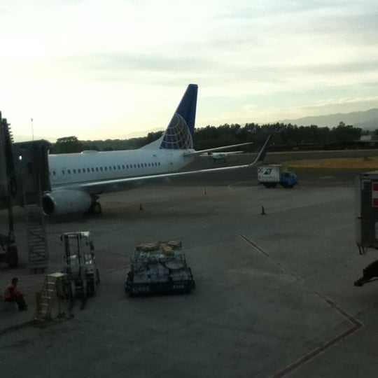 Photo taken at Gate 5 Aeropuerto Internacional Juan Santamaria by Mari Z. on 4/6/2012