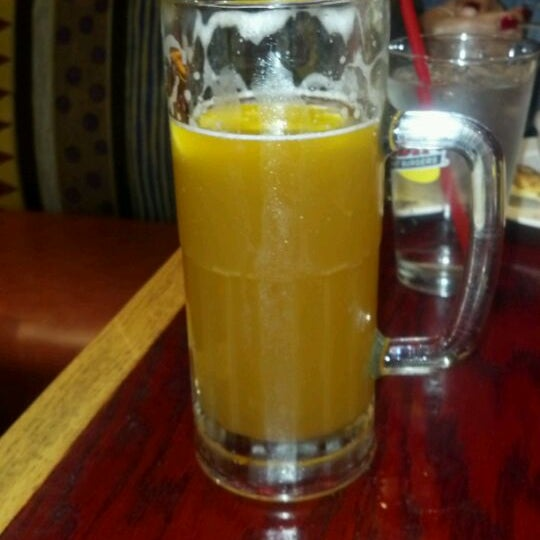 Photo taken at Red Robin Gourmet Burgers by David P. on 1/7/2012