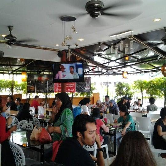 Photo taken at Restoran Sambal Hijau by Farouque R. on 1/28/2012