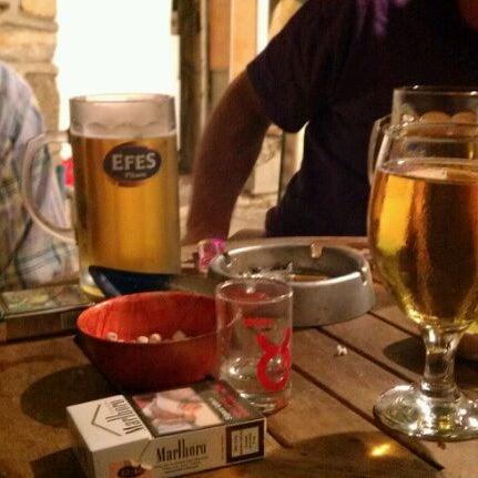 รูปภาพถ่ายที่ Körfez Bar โดย Sinan Y. เมื่อ 9/9/2011