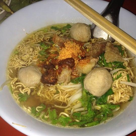 Photo taken at ร้านอาหารเยาวราช by ✨NoO B. on 7/10/2012