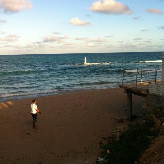 Foto tirada no(a) Praia Mirante da Sereia por Henrique V. em 4/6/2012