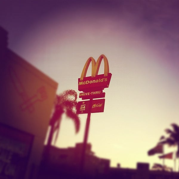 Photo taken at McDonald's by Willy C. on 11/18/2011