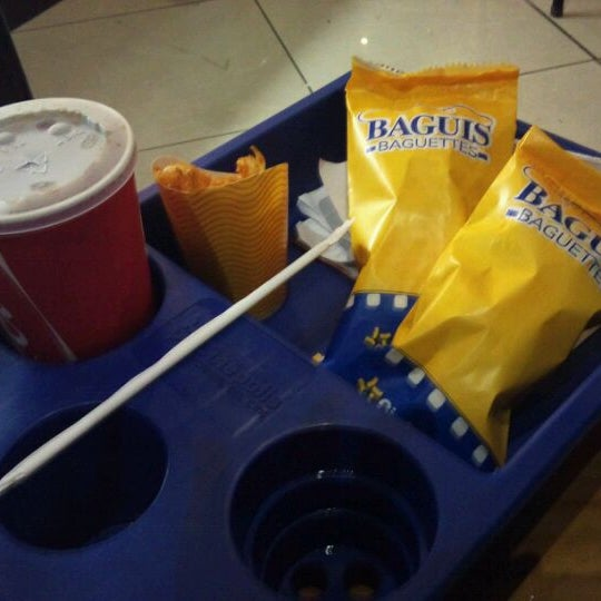 Photo taken at Food Court Terramall by Marco M. on 9/24/2011
