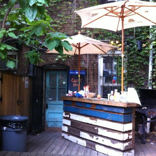 Das Foto wurde bei Sycamore Flower Shop + Bar von D. Casey am 7/7/2012 aufgenommen
