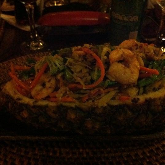 Bem caro, mas e ótimo. O prato no abacaxi é uma boa pedida!