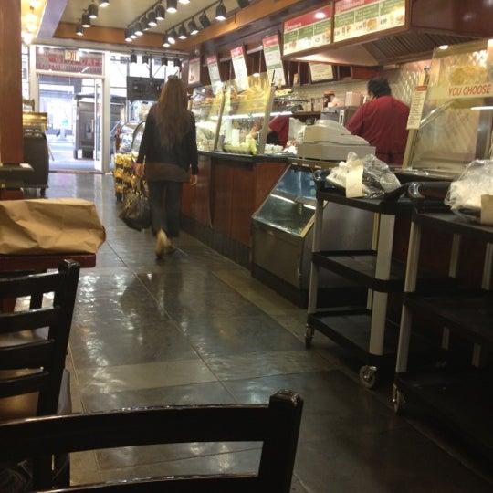 4/17/2012에 Shawn L.님이 Gigi Cafe에서 찍은 사진