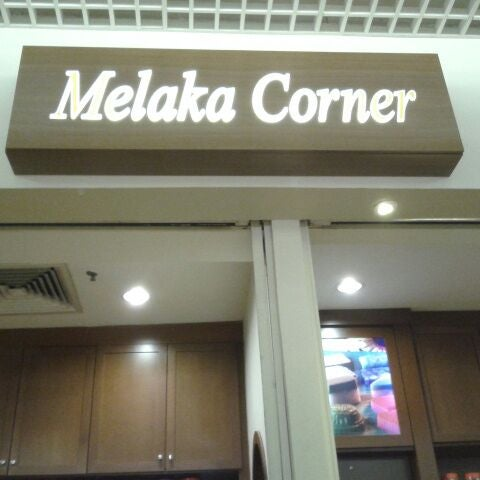 Photo taken at Melaka Corner by Ng L. on 5/12/2012