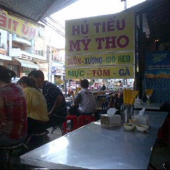 Photo taken at Hủ tíu Mỹ Tho đặc biệt by Tubby P. on 4/8/2012