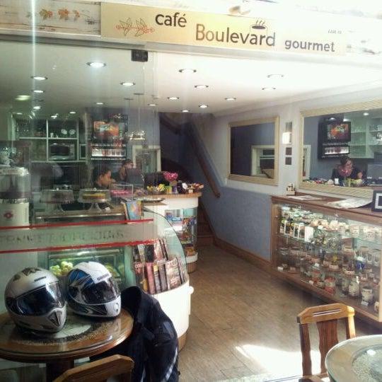 Foto tirada no(a) Boulevard Geneve por Claudinei C. em 9/25/2011