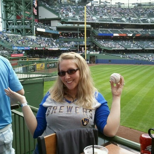 Photo taken at TGI Fridays Front Row Sports Grill by Carmen C. on 5/12/2012