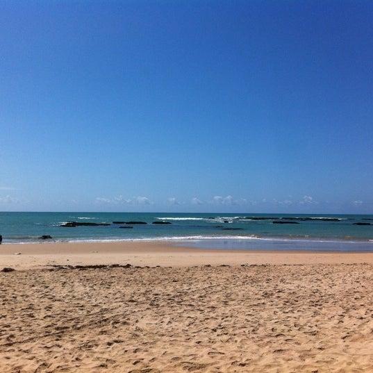 รูปภาพถ่ายที่ Praia de Guaxuma โดย Guilherme M. เมื่อ 10/13/2011
