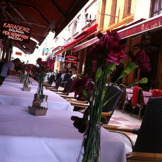 5/23/2012 tarihinde Kar M.ziyaretçi tarafından Cozy Bar&Restaurant'de çekilen fotoğraf