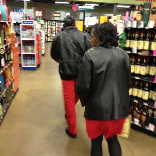 Foto tirada no(a) Argonaut Wine & Liquor por Destiny D. em 2/15/2012