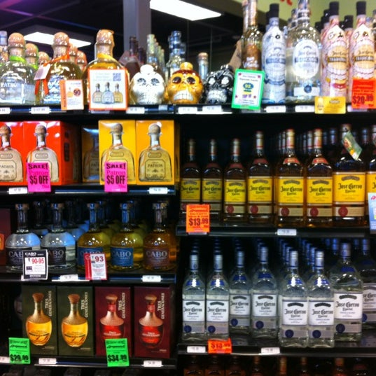 Foto tirada no(a) Argonaut Wine & Liquor por Ben 💯 B. em 9/3/2012