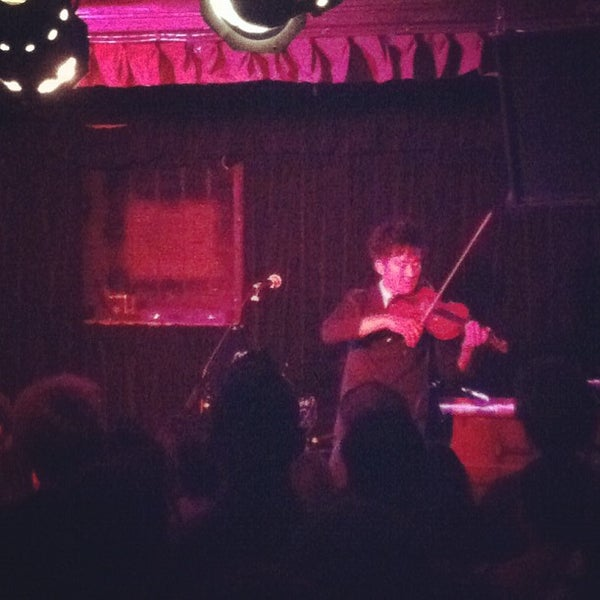 Photo prise au Cafe Du Nord par Ryan V. le9/5/2012