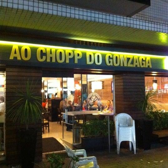 Foto tirada no(a) Ao Chopp do Gonzaga por Marcelo W. em 12/3/2011