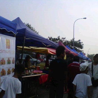 description pasar malam Penang's most famous pasar malam is located in the core tourist area of batu ferringhi on the island this was once a very small night market many years ago and with the boom of tourism, grew to be one of the largest night markets in malaysia.