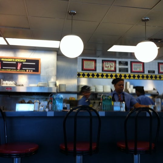 Photo taken at Waffle House by Wayniac D. on 10/19/2011